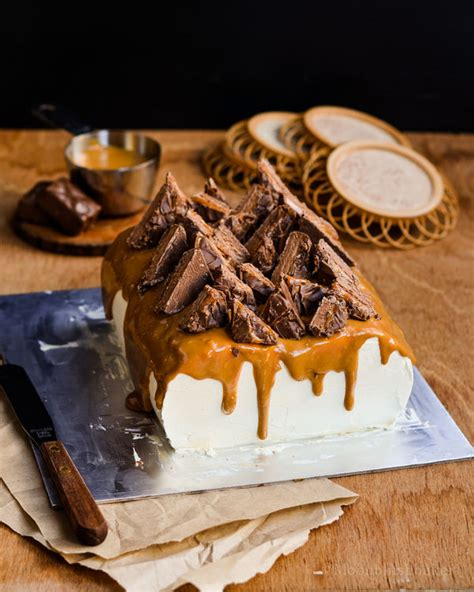 mars bar cake topping giant chocolate bar cakes mars bar cake