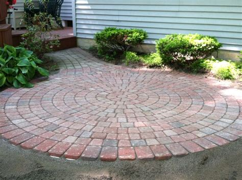 Circular Paver Patio 25 Beautiful Circular Patio Ideas On Small Garden Ideas Small Garden Borders