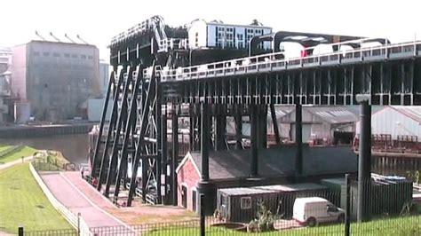 falkirk wheel boat lift youtube falkirk wheel anderton canal boat lift youtube