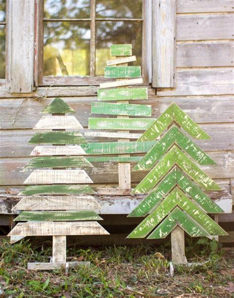 bilder gartendeko winter mit recyceltem holz basteln zu weihnachten f 252 r