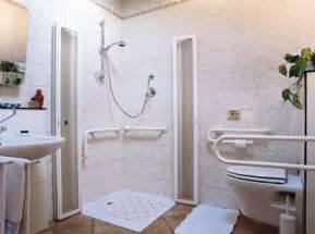 maniglioni per disabili bagno realizzazione bagni per disabili quali agevolazioni