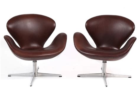 Arne Jacobsen Fritz Hansen Leather Swan Chairs   red