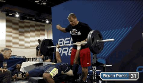 nfl combine bench press video jerick mckinnon puts up amazing numbers at nfl combine