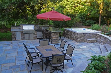 Outdoor Patio Walls by Patio And Tub The Walls And