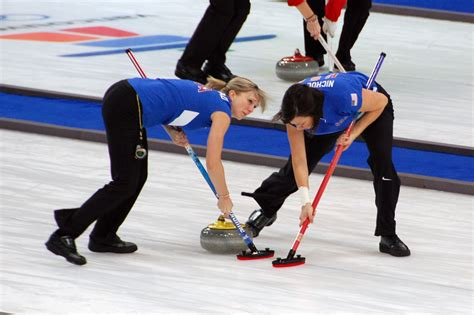 pictures of women of the winter olympics from the 1940s file 2010 winter olympics curling women usa jpg
