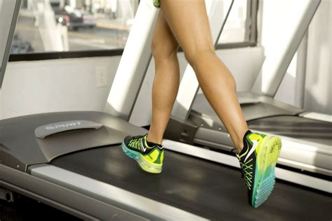 how to a to run on a treadmill treadmill workout 30 minute pyramid intervals popsugar fitness