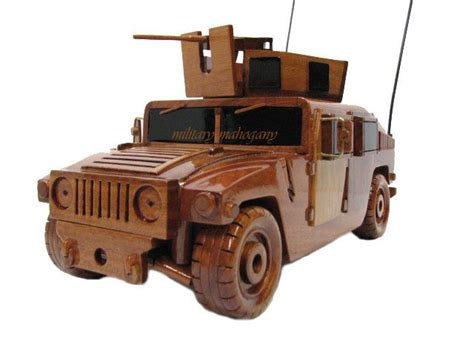 military jeep with gun m1151 army marine humv hmmwv wooden wood saw machine gun