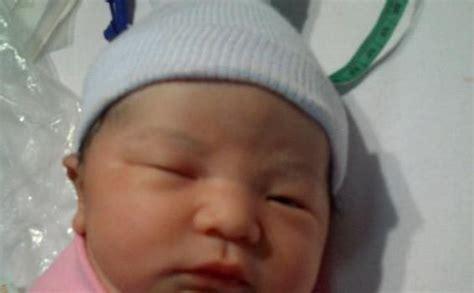 Anak Sahira Bergo A anak pertama indra bekti lahir tribunnews