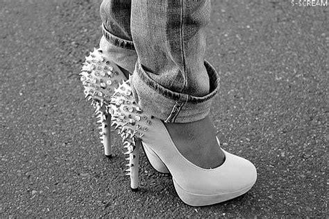 sedere femminile piu bello mondo beautiful black and white fashion heel image 501303