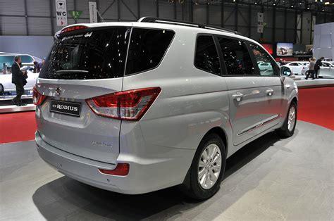 ssangyong rodius   longer  worlds ugliest car  wvideos autoblog