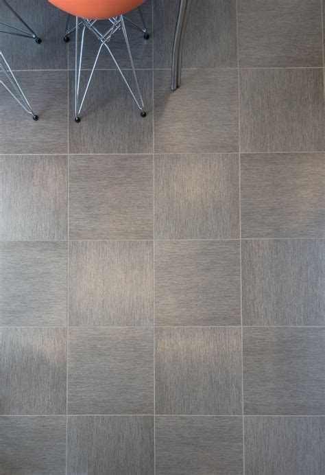 Vinyl Flooring Looks Like Ceramic Tile by Vinyl Tiles That Look Like Ceramic Dezinde