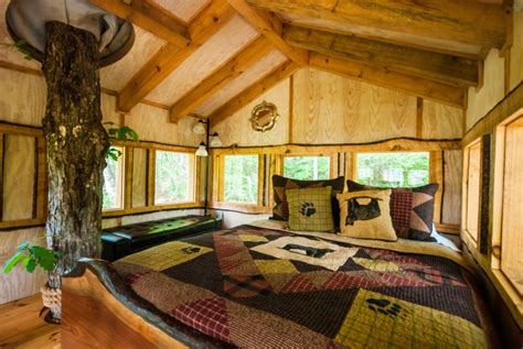 treehouse bedroom 5 reasons you should stay at this blue ridge hideaway