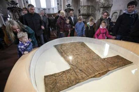trier germany jesus robe top 10 relics of jesus listverse