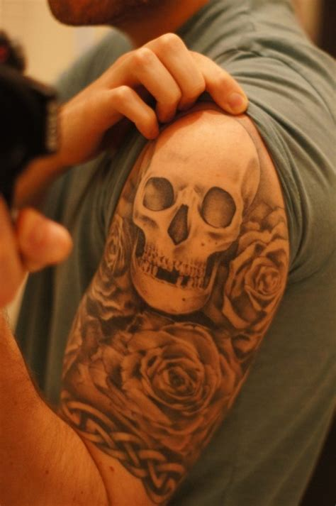 skull shoulder tattoo shoulder skull
