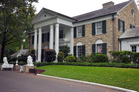 elvis presley house touring graceland home of elvis presley in memphis tennessee buckettripper