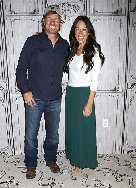 hot chips early pregnancy fixer upper couple chip and joanna announce spin off