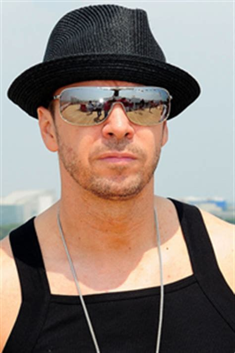 donnie wahlberg gettin a divorce nkotb gossip 2010 edition man candy mondays new kids on the block