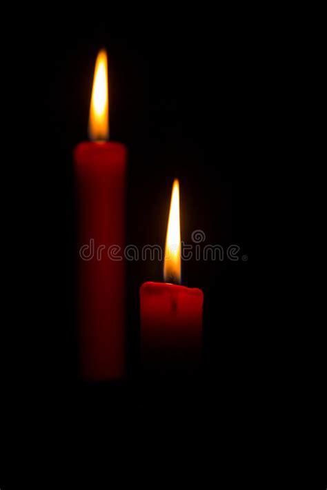 foto candele accese due candele accese fotografia stock immagine di
