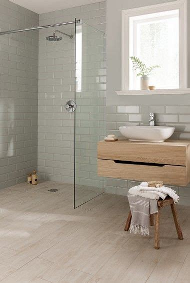 a sleek and surprising interior inspired by scandinavian oltre 25 fantastiche idee su piastrelle del bagno grigie