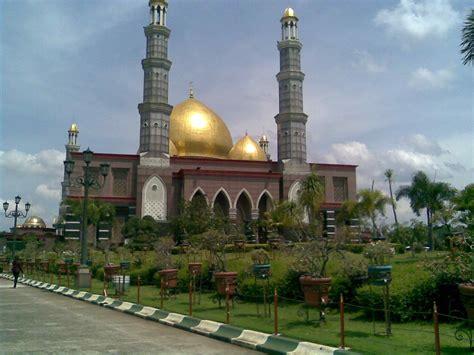 galeri foto tgunawan razuki masjid kubah emas  depok