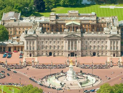 the best places in buckingham palace big you must see buckingham palace birds eye view if you