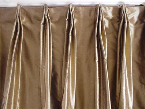 Rideau Bébé Garçon 316 by Thai Silk Pleated Draperies In Black Gold Damask
