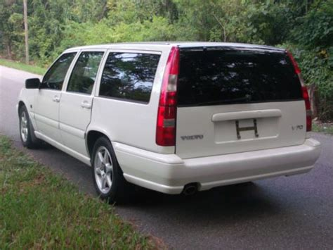 find   volvo  station wagon rust   fl    miles