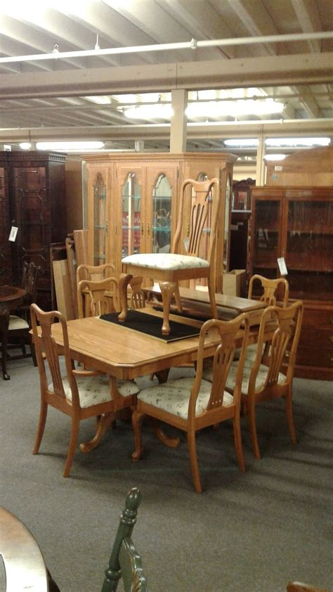 keller dining room furniture keller oak dining room set delmarva furniture consignment
