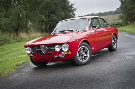 all this driver did was make fun of alfa romeo gtv