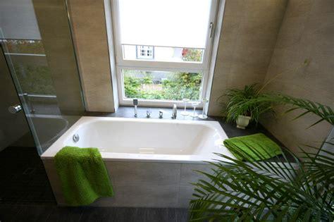 Badewanne Am Fenster by Referenzbad Mit Gro 223 En Fenstern Herrmann B 228 Der W 228 Rme