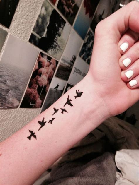 40 elegant birds wrist tattoos design