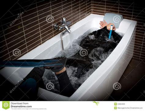dans baignoire plongeur dans la baignoire photos stock image 24894933