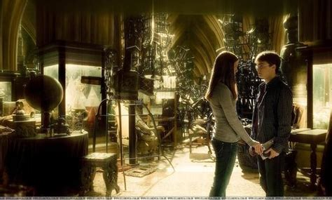 harry potter room of requirement hogwarts alumni harry and ginny in room of requirement