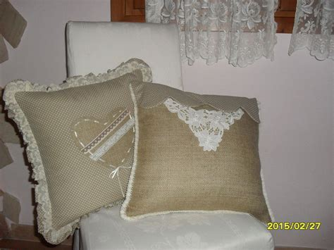 cuscini shabby coppia cuscini shabby con ricamo antico per la casa e