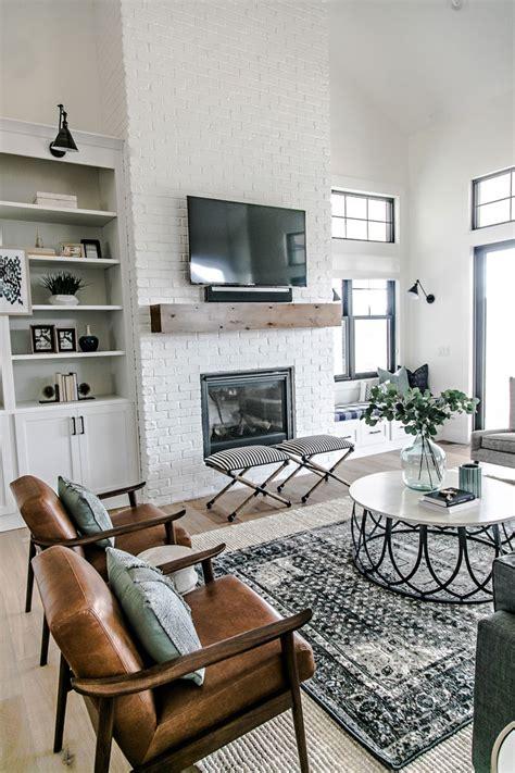 modern farmhouse living room an amazing modern farmhouse a simple summer centerpiece