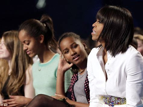 obama wife haircut michelle obama rocks new hairstyle as american