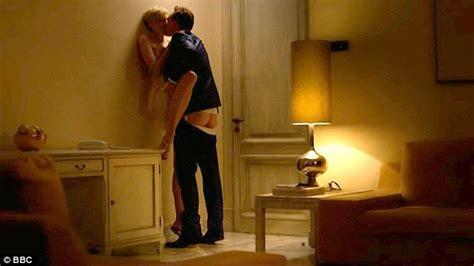 foto sedere pi禮 bello mondo tom hiddleston s on the manager sends
