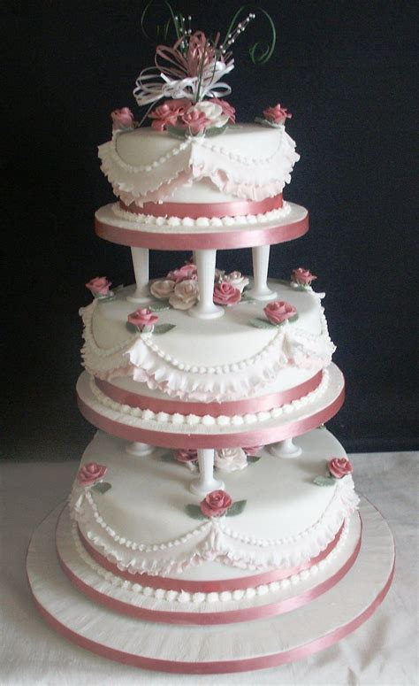 Wedding Cake Pillars by Traditional Wedding Cake Supported On Cake Pillars With