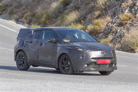 crossover toyota spyshots toyota crossover spotted during tests will