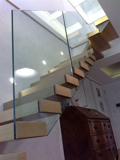 scala con ringhiera in vetro oltre 25 fantastiche idee su ringhiera su