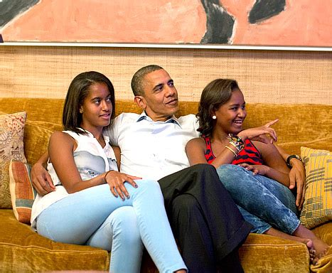 biography of barack obama s daughters photo malia obama and her selfie attracts criticism