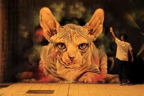 Lukisan 3d Kucing Kaca lukisan mural keren di jalanan oleh seniman xav cerpin