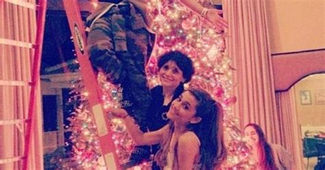 ariana grande family biography ariana grande and her family decorate for christmas