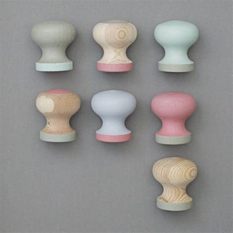 Painted Cabinet Knobs by Diy Painted Cabinet Knobs Where Diy
