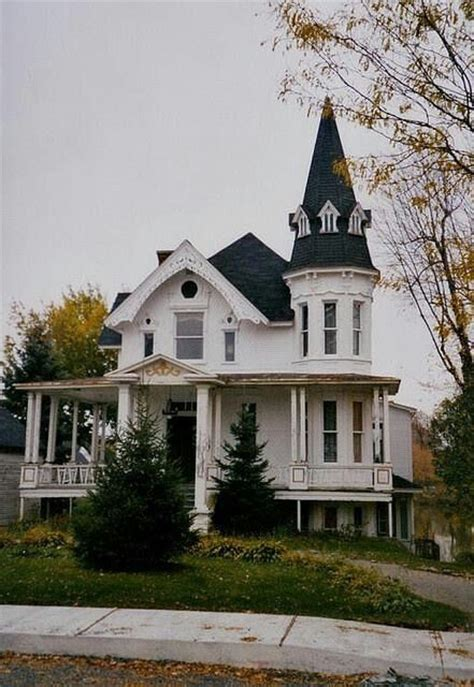the type of house i want to someday own or build arts and this house is beautiful would love to live here someday