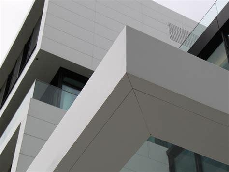 rivenditori corian pannello per facciata in corian 174 corian 174 exterior cladding
