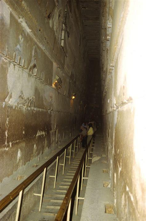 pyramiden innen cheops pyramide tunnel und sch 228 chte
