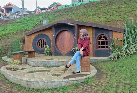 membuat rumah hobbit keren baru dibuka desember 2016 rumah hobbit ini ramai