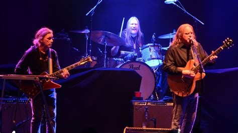 gov t mule guests honor musicians who died in 2016 on gov t mule presents the new year s jam at beacon theatre