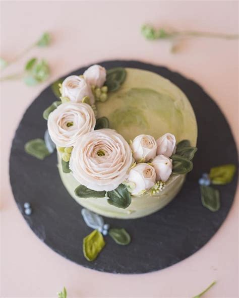 Cake Decorating Flowers Buttercream by 1000 Ideas About Buttercream Flowers On